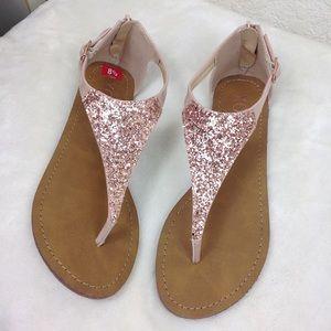 Nwot XOXO pink glitter thong sandals Sz 8.5